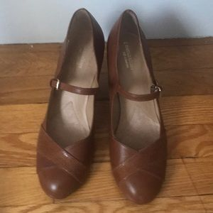 Like new Naturalizer shoes